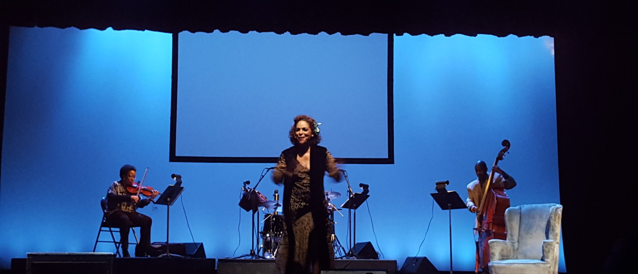 Jasmine Guy Comes To Dominican